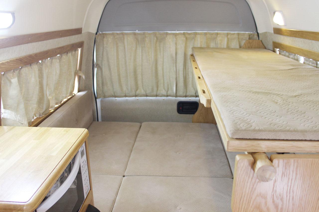 リヤベッドスペース。下段ベッドは大人2名が就寝できます。
